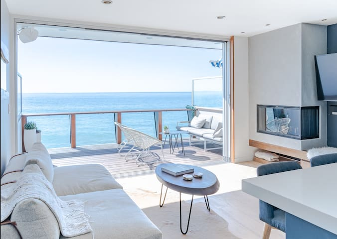 Couple's Getaway - Private Beach Access in Malibu