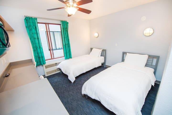 Studio in the Heart of Little Italy! 180