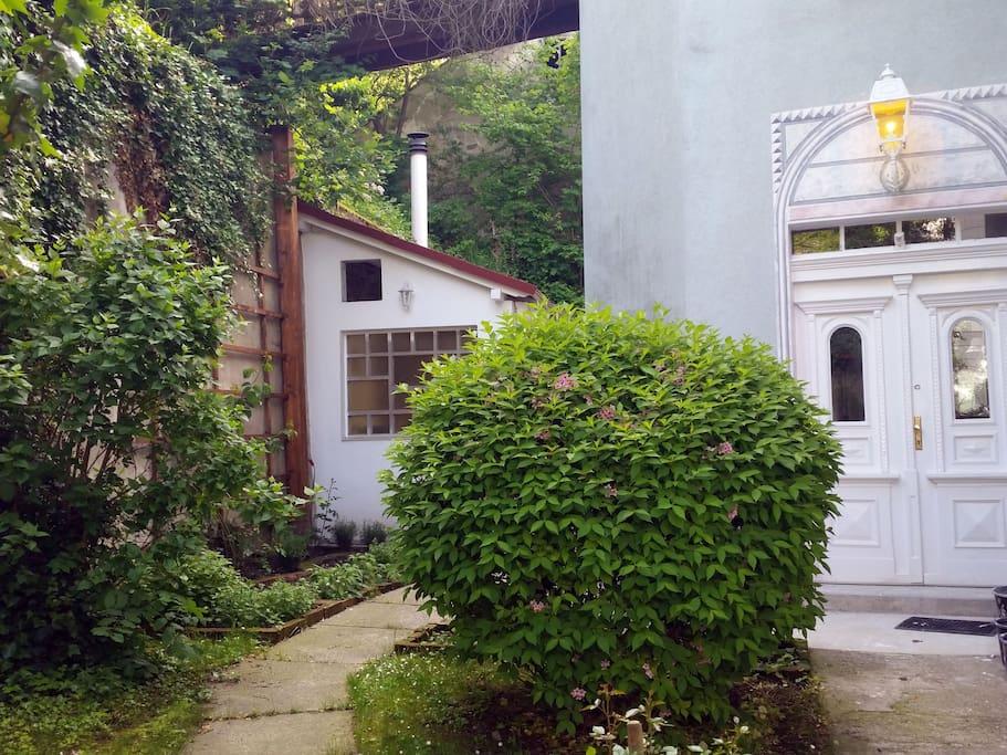 Der Eingang zum Haus ...