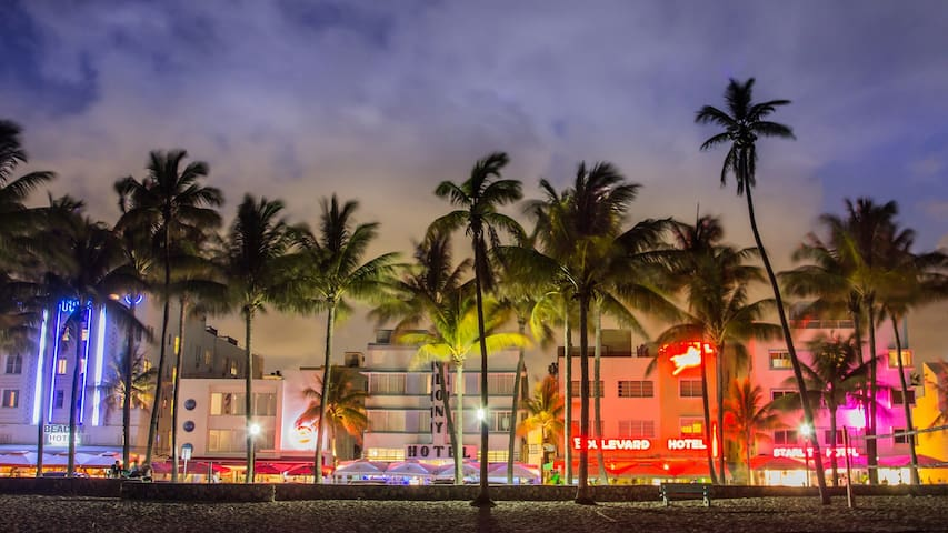 BEACHFRONT apartment in OCEAN DRIVE - Miami Beach - Lägenhet