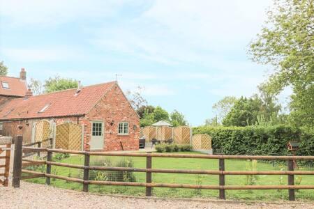 Primrose Cottage, Winestead -Hot Tub, Dog Friendly