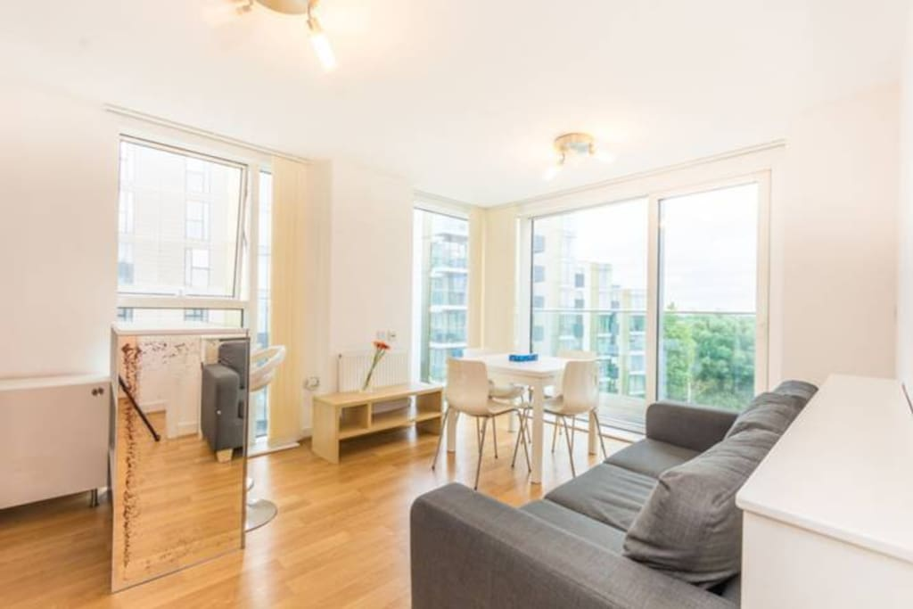 Superb One Bedroom Apartment With Lake View Apartments For Rent In Greater London England