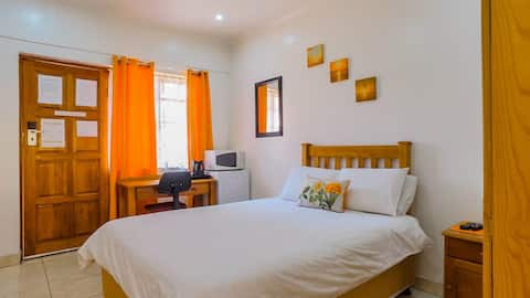 AuraZest | Room 3 DOUBLE | comfy. secure. friendly