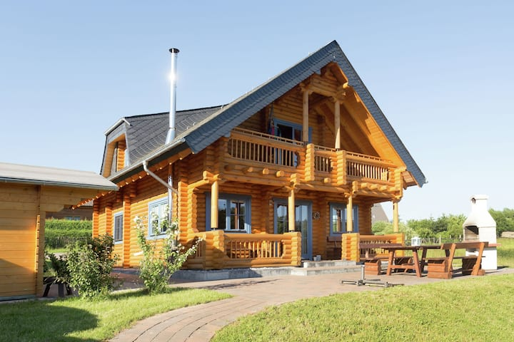 Unique wooden holiday home in the beautiful Sauerland with garden, terrace, sauna