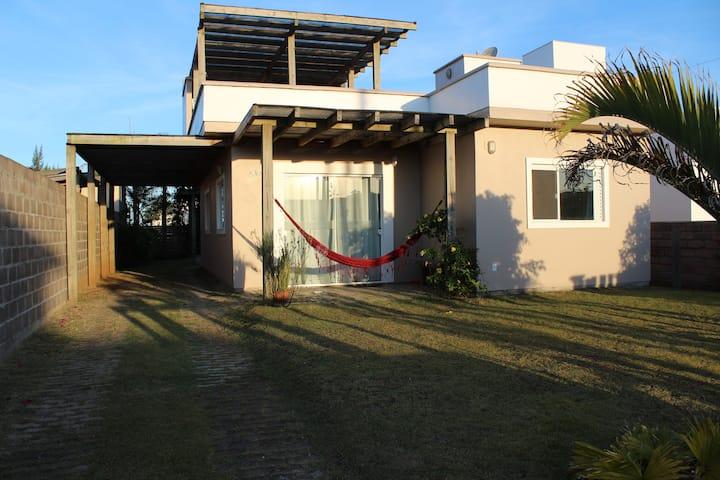 Linda Casa no PASSO DE TORRES/SC próximo do Mar