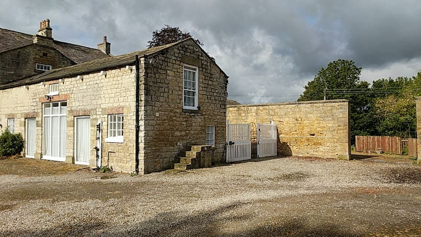 Grade 2 listed cottage in 12 acres & private river