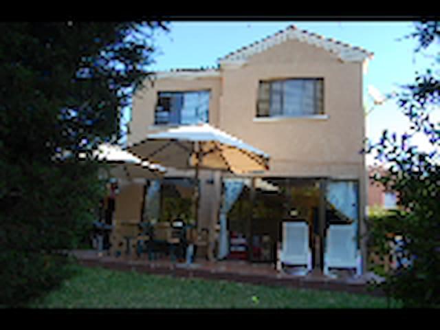 Exclusiva casa  a 200 m de la Playa - Papudo - House