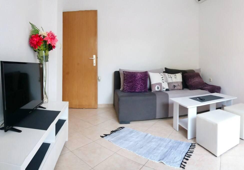 Livingroom, TV set, sofa