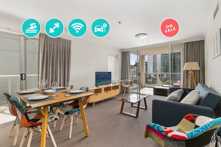Classy CBD 2 Bed, City Views⭐Parking, Wifi & Pool