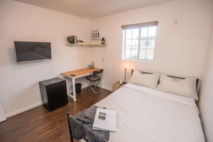 S6- Affordable Clean Private Room in Central LA