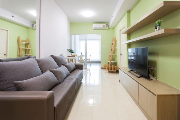 Spacious 1-Bedroom Suite w/ Pool View & Free Wifi