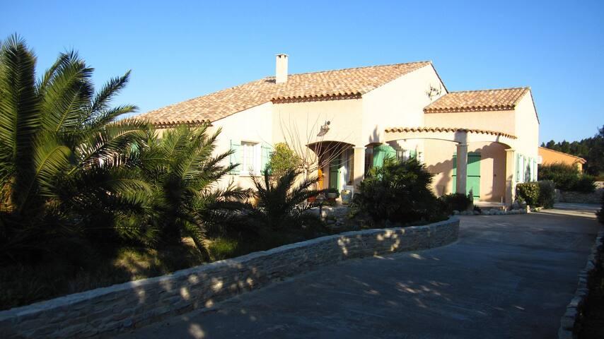 Agréable maison de 200m², Jardin, Mer, 10 pax - La Palme - Huis