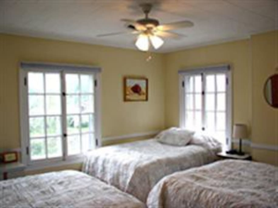 Yellow Bedroom - 3 full size beds