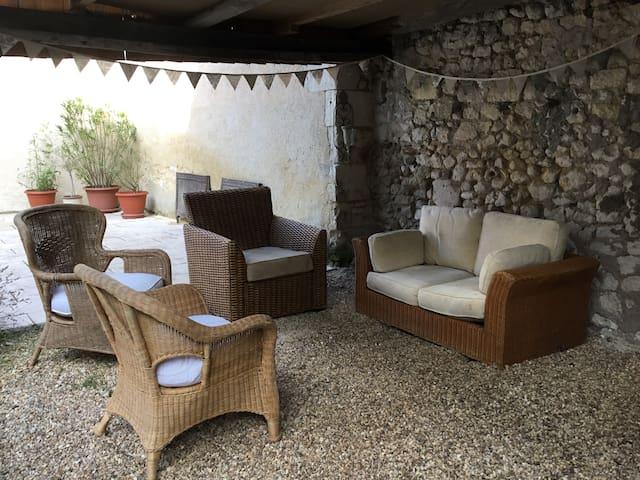 Loire 4 beds nr Saumur pets allowed