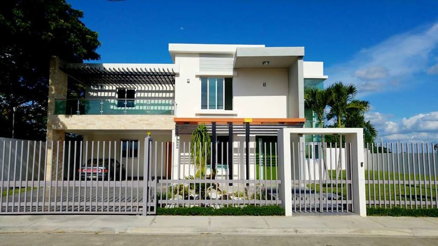 5 Bedroom 5 Bathroom Modern Mansion in Gurabo! - Santiago De Los Caballeros - House