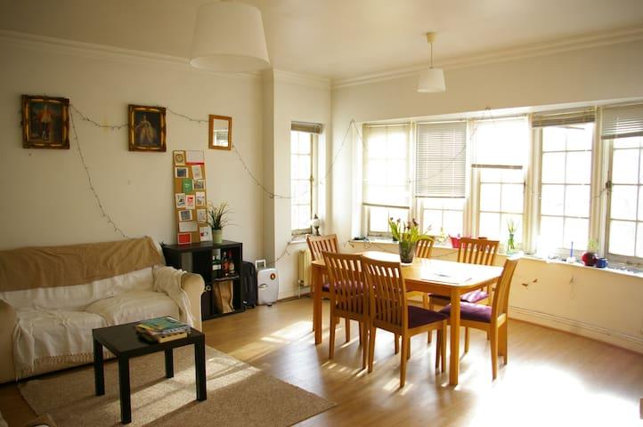 Bright Double Room near Camden Town