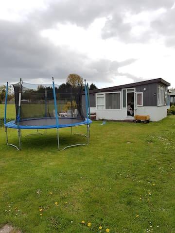 Klein huisje met twee slaapkamers - Oostvoorne - Houten huisje