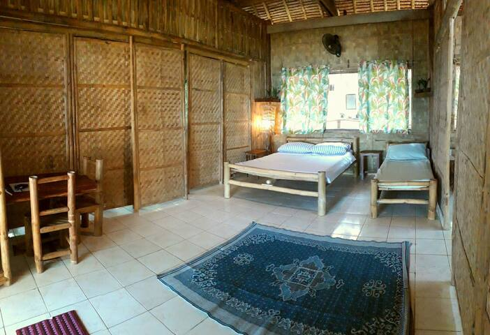 Alpas Bamboo Beachfront Double Room-Manuel House