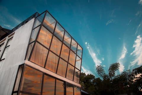 Flores Passport House / Loft