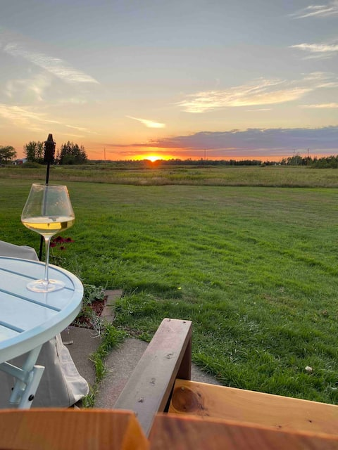 Lovely 2-bedroom condo with amazing sunset view