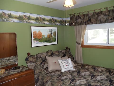 LAKESIDE HOLIDAYS RESORT B & B Canadiana room