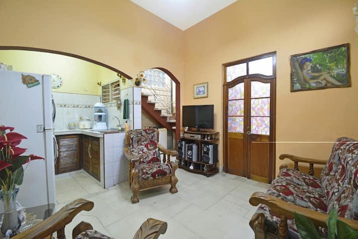 ;-)Cozy Apartment in Paseo del Prado;-)