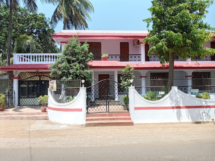 ANGELO'S 4 BEDROOM HOLIDAY VILLA IN NORTH GOA