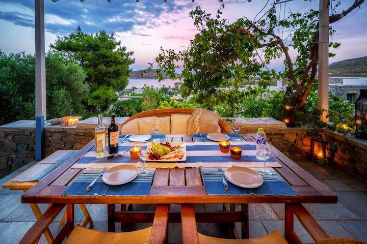 Effimia Guesthouse- Sea View with a yard
