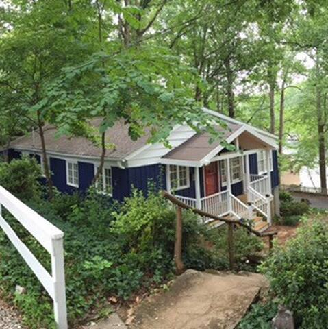 Cottage on Beautiful Lake Lanier - Landrum - House
