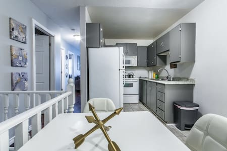 Cozy 2 Bedroom Downtown Apartment! - St. John's - Lejlighed