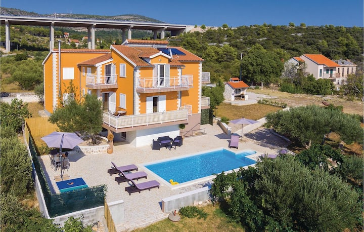 Beautiful home in Sibenik with Outdoor swimming pool, WiFi and 2 Bedrooms