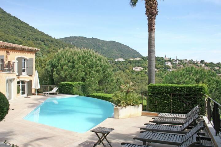 Schöne Villa mit Swimmingpool in Cavalaire-sur-Mer
