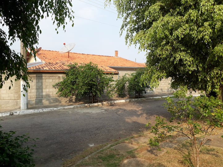 Casa terrea em condomínio fechado com piscina