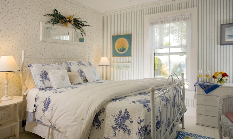The Yawl - Harbour Cottage Inn Bed and Breakfast