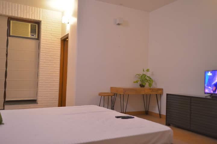 Secluded stay in South Delhi