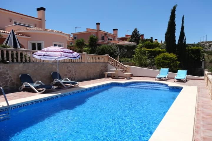 Villa with private pool, A/C, wifi, sea view, bbq