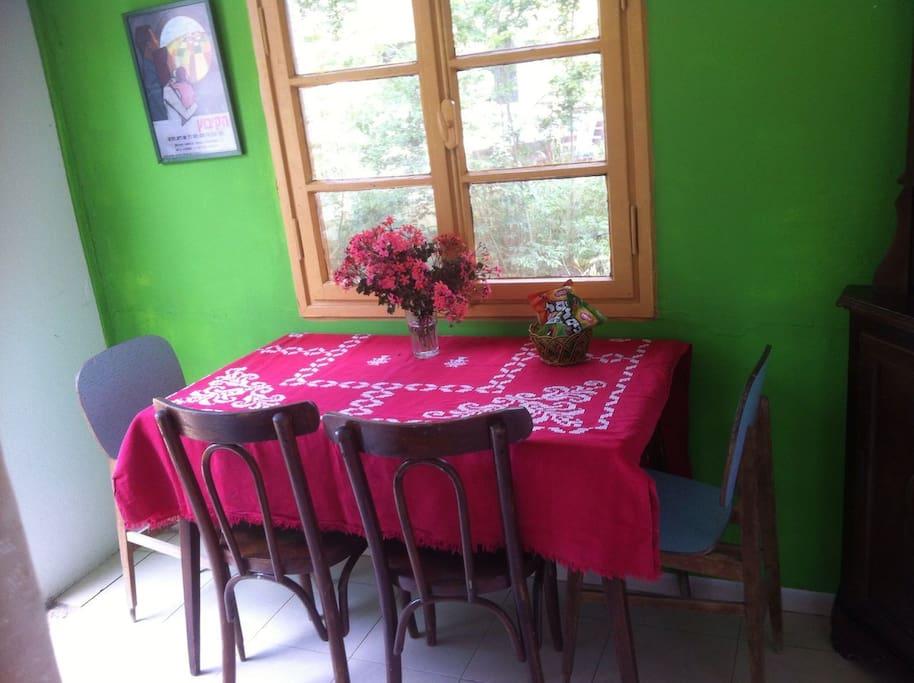 the dining room חדר כניסה עם שולחן אוכל