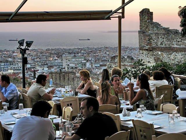 Greek taverna Kreonidis-amazing view-5 minutes walking distance