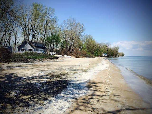 Lake House on Peaceful Beach!