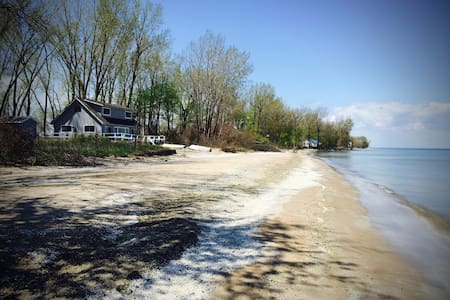 Living Waters Cottage on the Beach!
