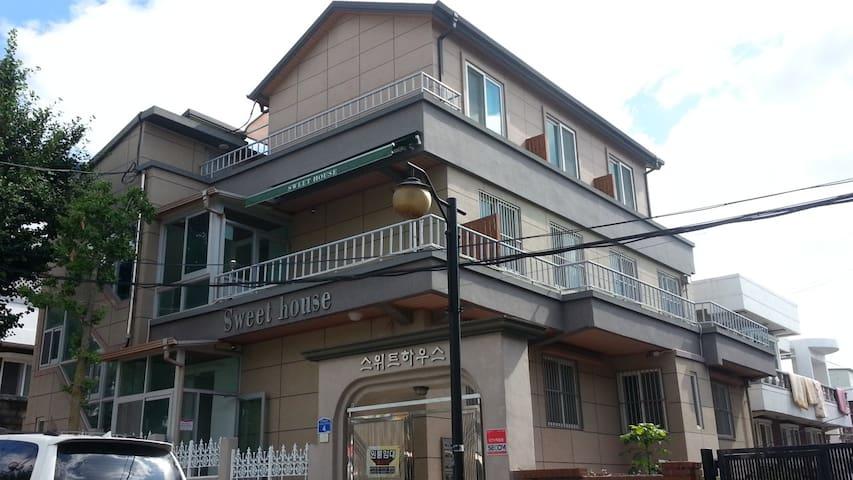 SWEET HOUSE 104 - Gwandae-gil 36beon-gil, Gangneung - Bed & Breakfast