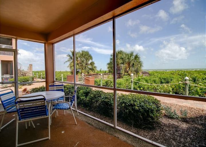 Sanibel Arms F4: Gorgeous Gulf Front Getaway!