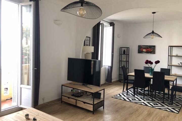 Grand appartement de charme, clim, face mer 125M2