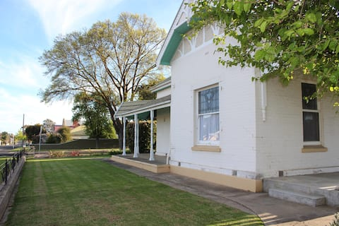 'Sadie House'... Boutique B&B in the heart of town