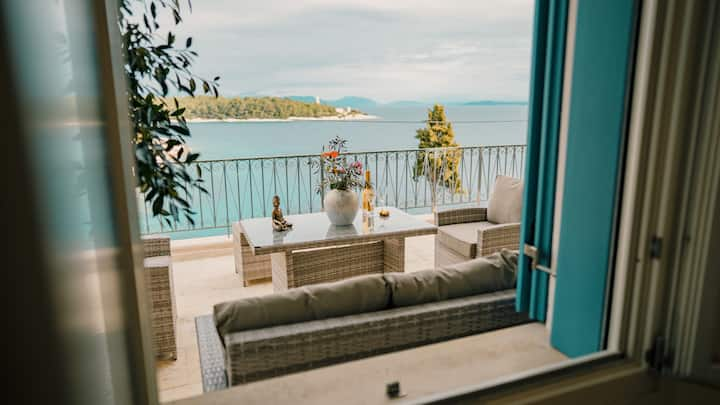Fiscardo waterfront luxury apart3 (Paradise House)