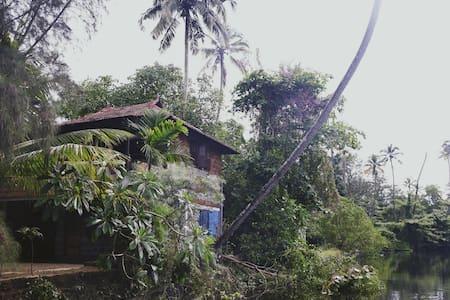 Chekkal Homestay (Pakshi)- Near Marari Beach
