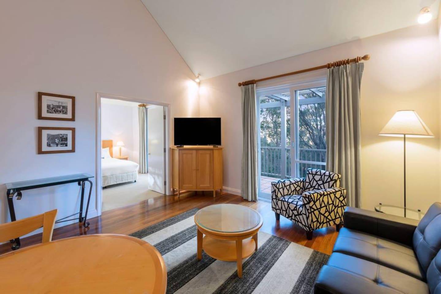 1 Bedroom Villa: Living room with TV