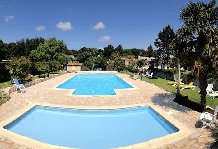 Gîte 5 personnes, piscine chauffée, proche Royan