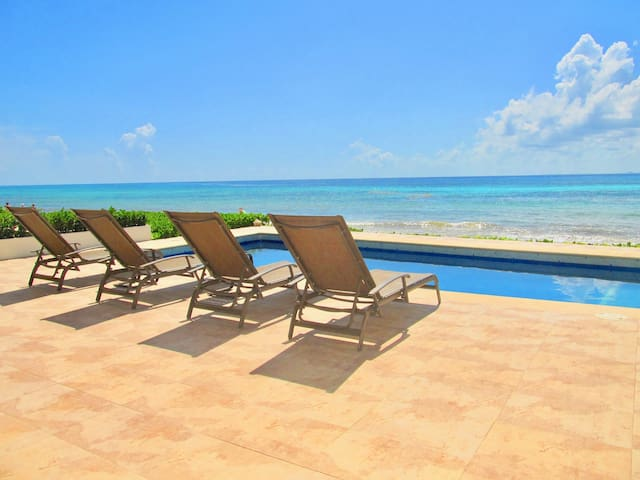 4 Bedrooms Beachfront Villa with private pool!