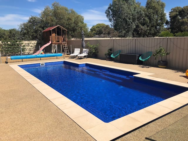 Bendigo Family Retreat - Swimming Pool - Free Wifi
